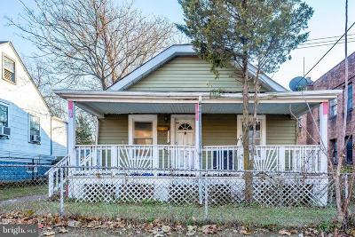 Single Family Home Active Under Contract: 3331 Ely Place SE