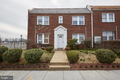 Washington Multi Family Home For Sale: 1909 Constitution Avenue NE