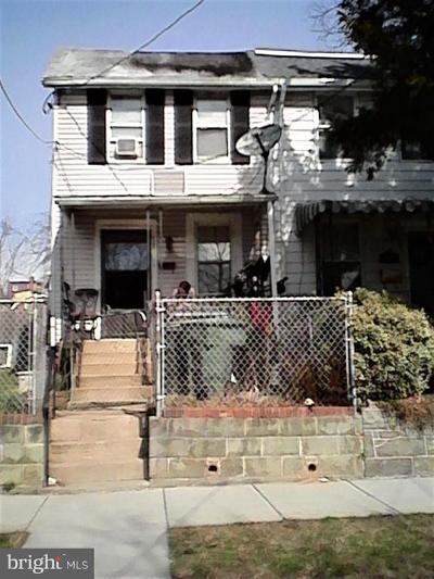 Single Family Home For Sale: 4636 Hayes Street NE