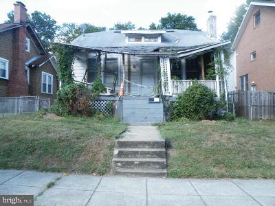 Single Family Home For Sale: 2610 17th Street NE
