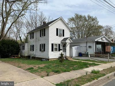Dover DE Single Family Home Under Contract: $300,000