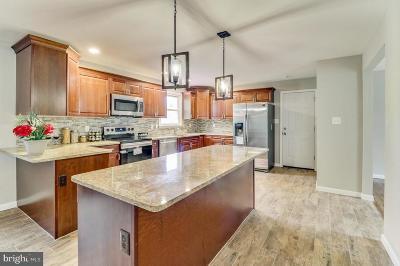 Newark Single Family Home For Sale: 8 Meteor Lane