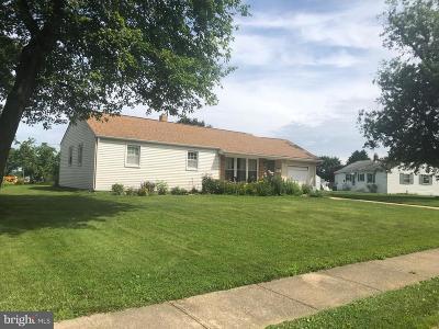 Newark DE Single Family Home For Sale: $200,000