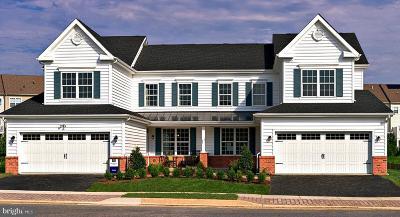 Townhouse For Sale: 371 Sun Boulevard