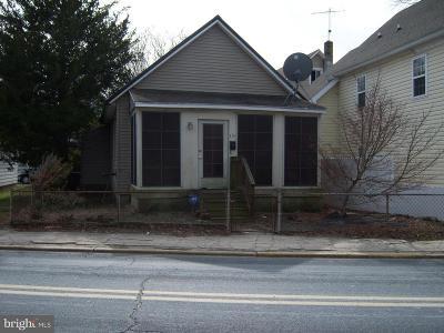 Laurel Single Family Home For Sale: 220 E Market Street