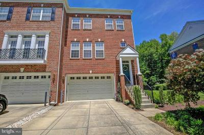 Edgewater Townhouse For Sale: 423 Penwood Drive