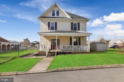 Cumberland Single Family Home For Sale: 907 Michigan Avenue