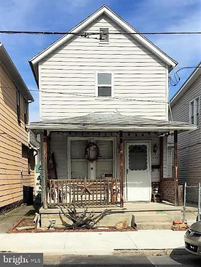 Cumberland Single Family Home For Sale: 446 Seymour Street