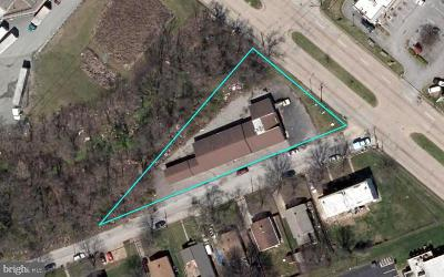 Commercial For Auction: 3200 Lily Avenue