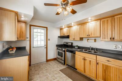Baltimore Single Family Home For Sale: 914 Woodlynn Road