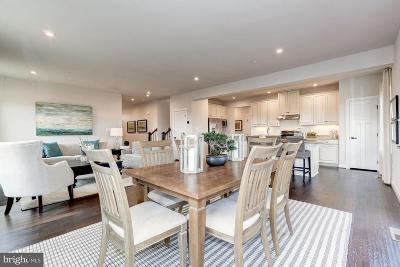 New Market Single Family Home For Sale: 6881 Woodridge Road