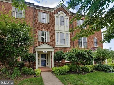 Frederick Townhouse For Sale: 3676 Carriage Hill Drive