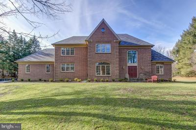 Bethesda Single Family Home For Sale: 8901 Holly Leaf Lane