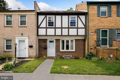 Townhouse For Sale: 140 Gold Kettle Drive