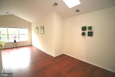 Gaithersburg Condo For Sale: 18504 Boysenberry Drive #169-99