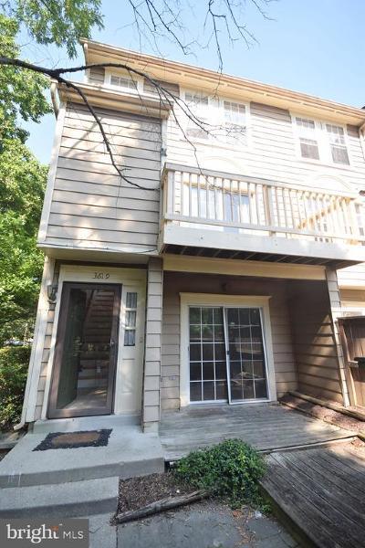 Burtonsville Condo For Sale: 3619 Valiant Way #15-161