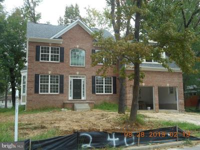Fort Washington Single Family Home For Sale: 240 Inverness Lane