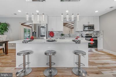 Calvert County, Saint Marys County Single Family Home For Sale: 39942 Golden Beach Road