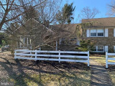 Moorestown Single Family Home For Sale: 208 Winding Way