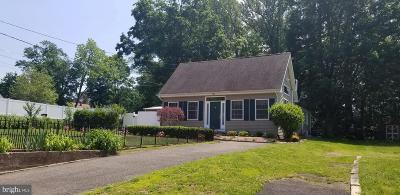 Bordentown Single Family Home For Sale: 345 Burlington St