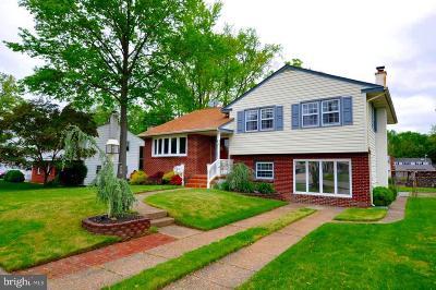 Delanco Single Family Home For Sale: 210 Fenimore Lane
