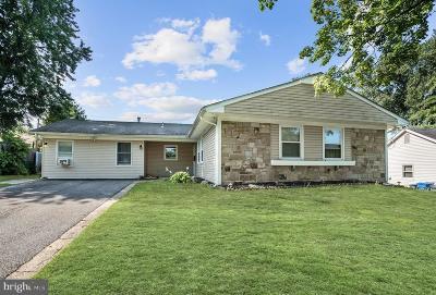 Willingboro Single Family Home For Sale: 37 Tallwood Lane