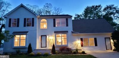 Burlington Single Family Home For Sale: 10 Thorn Briar Lane
