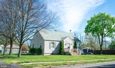 Mount Holly Single Family Home For Sale: 137 South Avenue