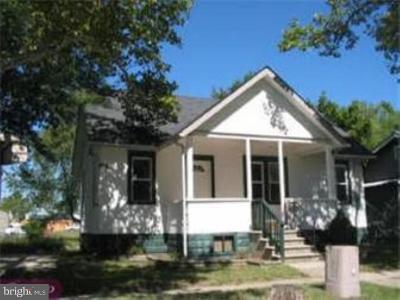 Gloucester City Single Family Home For Sale: 28 Barnard Avenue