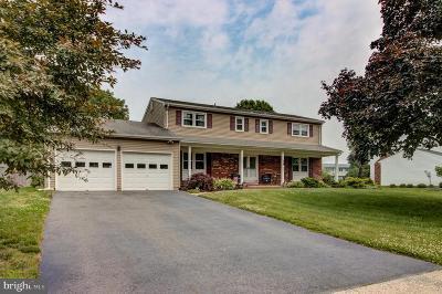Hamilton Single Family Home Active Under Contract: 50 Deacon Drive