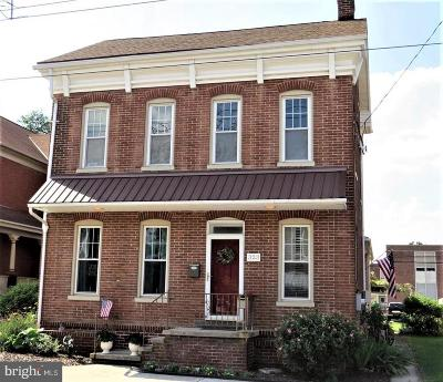 Adams County Single Family Home For Sale: 323 Main Street
