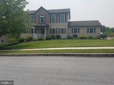 Birdsboro Single Family Home For Sale: 204 Crystal Circle