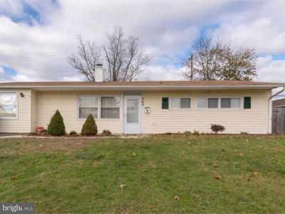 Levittown Single Family Home Under Contract: 363 Stonybrook Drive