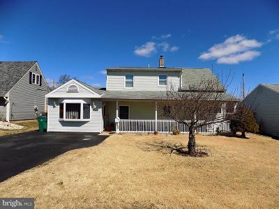 Levittown Single Family Home For Sale: 42 Autumn Lane