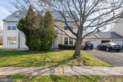 Bucks County Townhouse For Sale: 68 Sandybrook Drive #B