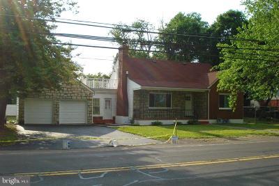 Bristol Single Family Home For Sale: 907 Bath Road