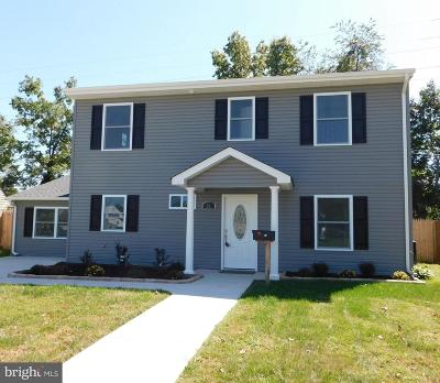 Levittown Single Family Home For Sale: 51 New School Lane