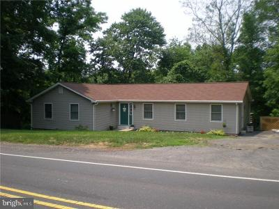Levittown Single Family Home Under Contract: 3899 Newportville Road