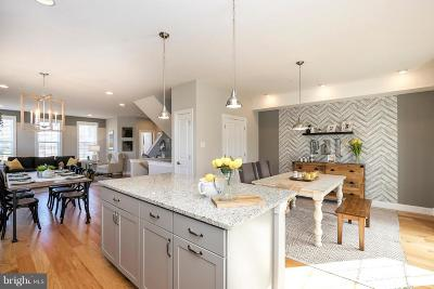 Bucks County Townhouse For Sale: 102 Edgewater Court