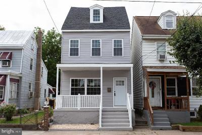Bristol Single Family Home For Sale: 158 Buckley Street