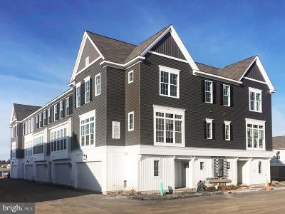 Camp Hill, Mechanicsburg Townhouse For Sale: 3211 Concord Way
