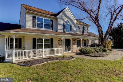 West Grove Single Family Home Active Under Contract: 4 E Hunter Creek Lane