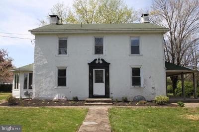 Pottstown Single Family Home For Sale: 374 Sanatoga Road