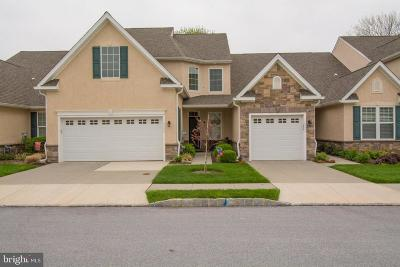 Chester County, Delaware County Townhouse For Sale: 1529 Honeysuckle Court #105