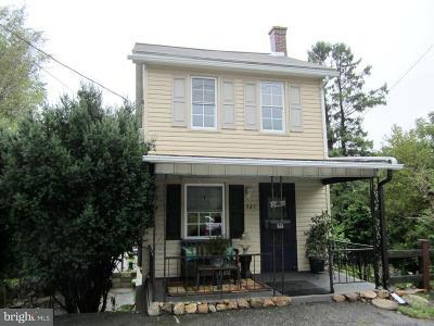 Single Family Home For Sale: 521 Center Street
