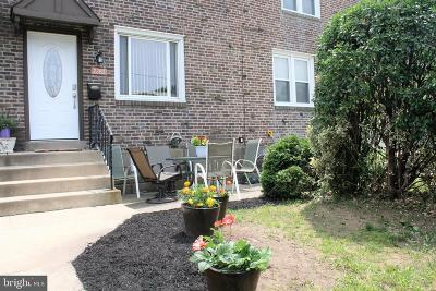 Upper Darby Townhouse For Sale: 2280 S Harwood Avenue
