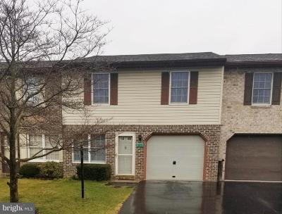 Chambersburg Townhouse For Sale: 124 Minnich Drive