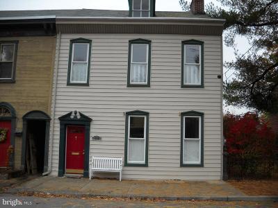 Marietta Single Family Home For Sale: 232 W Market Street