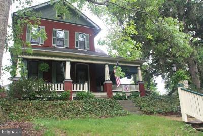 Elizabethtown Single Family Home For Sale: 556 W Bainbridge Street