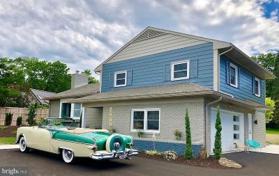 Lancaster Single Family Home For Sale: 2860 Harrisburg Pike